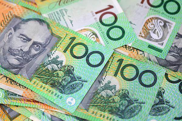 Australian Money - all 100 AUD notes - Halo Financial