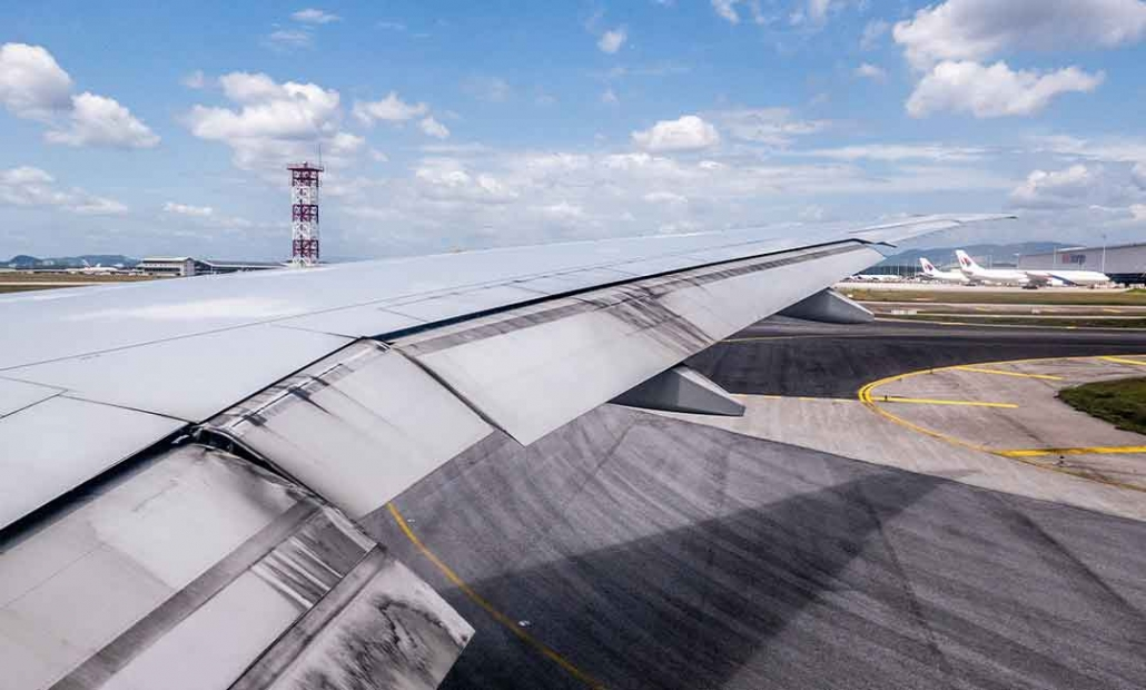 image of airplanes wing